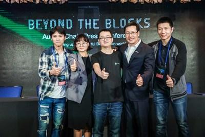 Aqua Zhao avec des partenaires d'Aurora