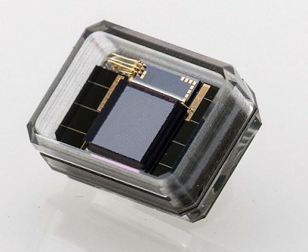 Glass packaged Nano Retina implant