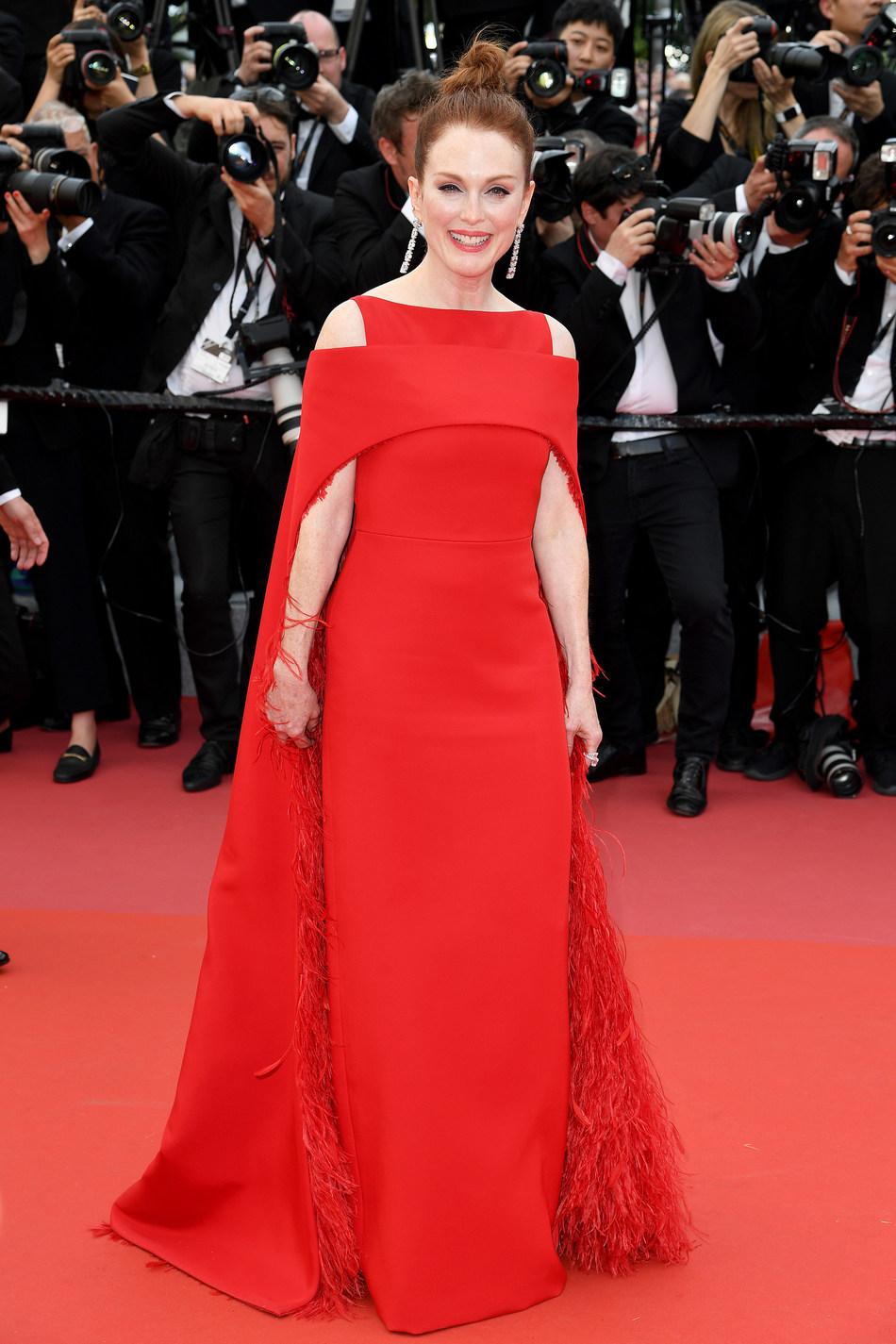 Julianne Moore Wears Platinum Jewelry at Cannes #BePlatinum