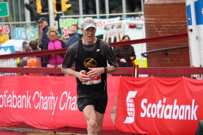 David MacLennan wins the 2018 Scotiabank Full Marathon at the 15th annual Scotiabank Blue Nose Marathon weekend. This is his fifth time winning the full marathon event. (Photographer: Devon Hartlen) (CNW Group/Scotiabank)