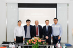 Canada's Ambassador to China, John McCallum, visited the headquarters of Epet.com during the opening ceremony of Canadian Pavilion.