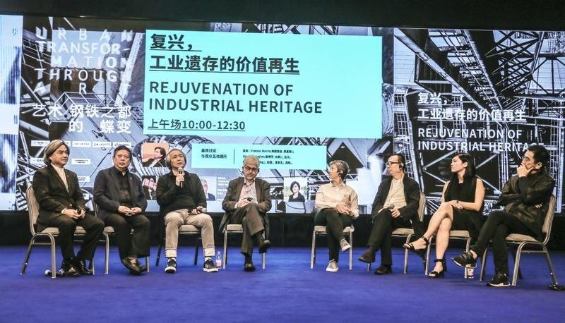 SIAC Roundtable (From left to right: Wang Dawei, Wu Jiang, Zhao Jian, Stephen Hughes, Frances Morris, Pan Lusheng, Betty Ng, Gao Jun) (Credit: Shanghai International Art City Research Institute)