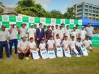 OPPO Team with the students and Prithvi Shaw (PRNewsfoto/OPPO)
