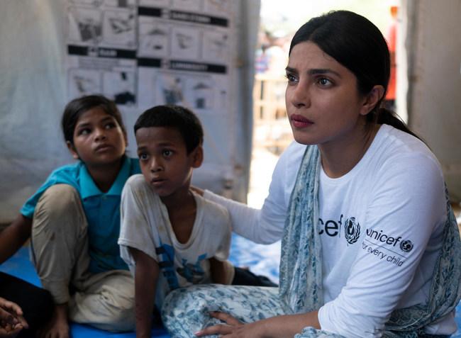 UNICEF Goodwill Ambassador Priyanka Chopra visits Rohingya refugee children in Balukhali. © UNICEF/UN0211287/Sokol (CNW Group/UNICEF Canada)