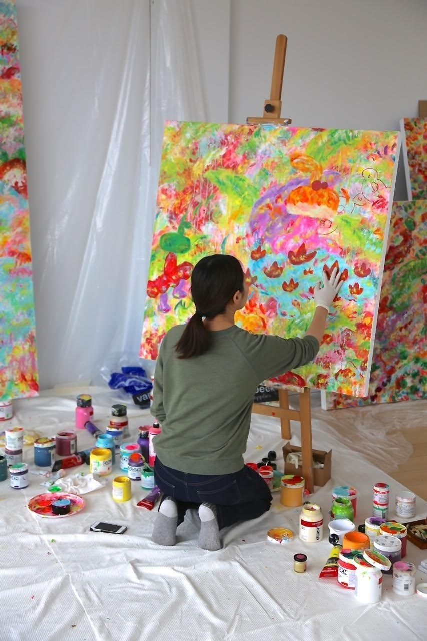 Painting in the studio in Amsterdam, 2018. (PRNewsfoto/Gallery Delaive)