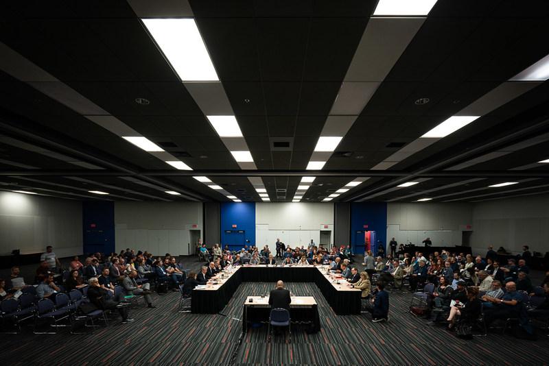 Sommet pour une transition énergétique juste - Le gouvernement doit jouer son rôle de chef d'orchestre (Groupe CNW/CSN)