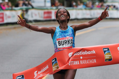 Geleta Burka of Ethiopia sets a new Canadian soil record at the 2018 Scotiabank Ottawa (Groupe CNW/Scotiabank)