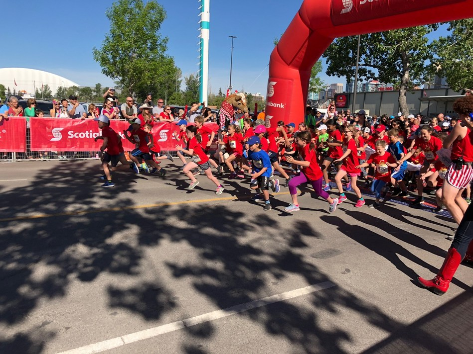 And they are off! Young people participating in the Scotiabank Kids Marathon. (CNW Group/Scotiabank)