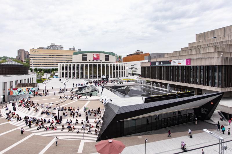 Réouverture des fontaines et des bassins d''eau sur l''Esplanade de la Place des Arts - 25 mai 2018 - Photo : Thibault Carron (Groupe CNW/Place des Arts)