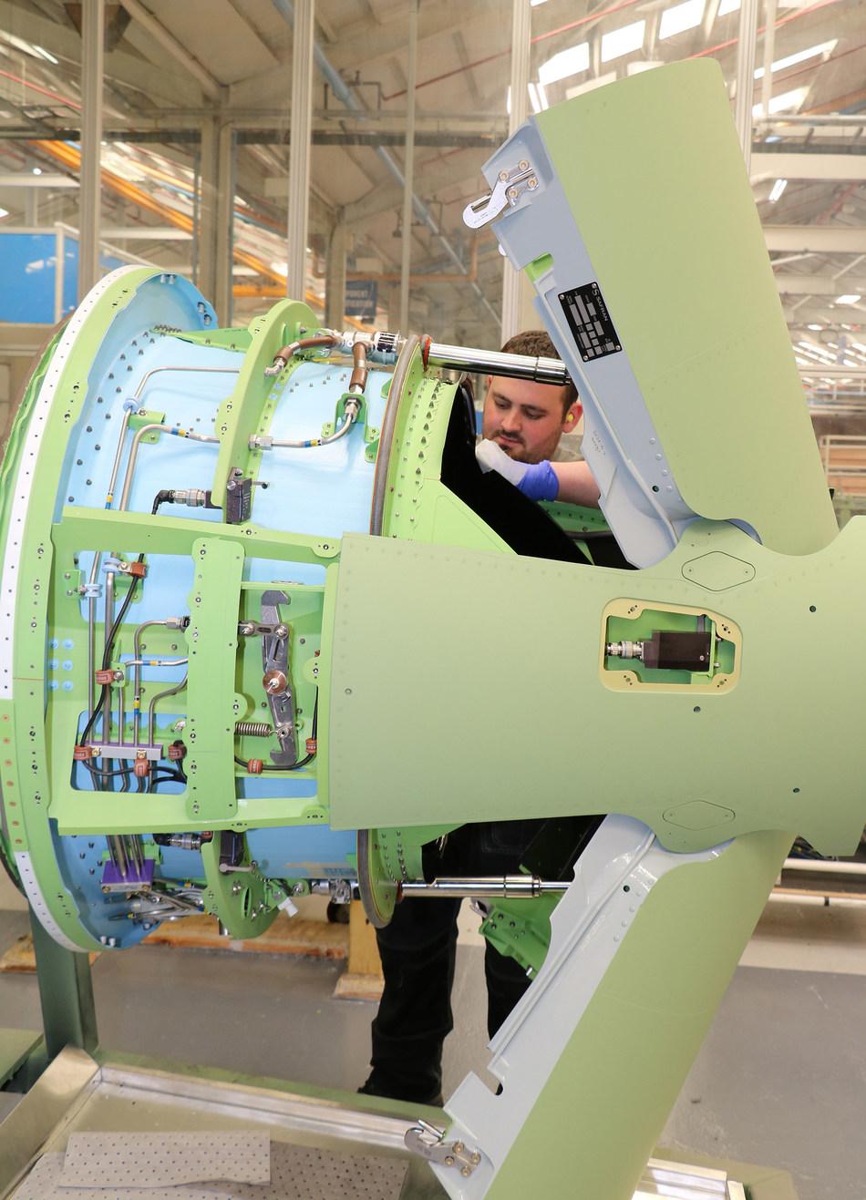 2000th HTF7000 thrust reverser produced by Safran Nacelles (PRNewsfoto/Safran Nacelles)