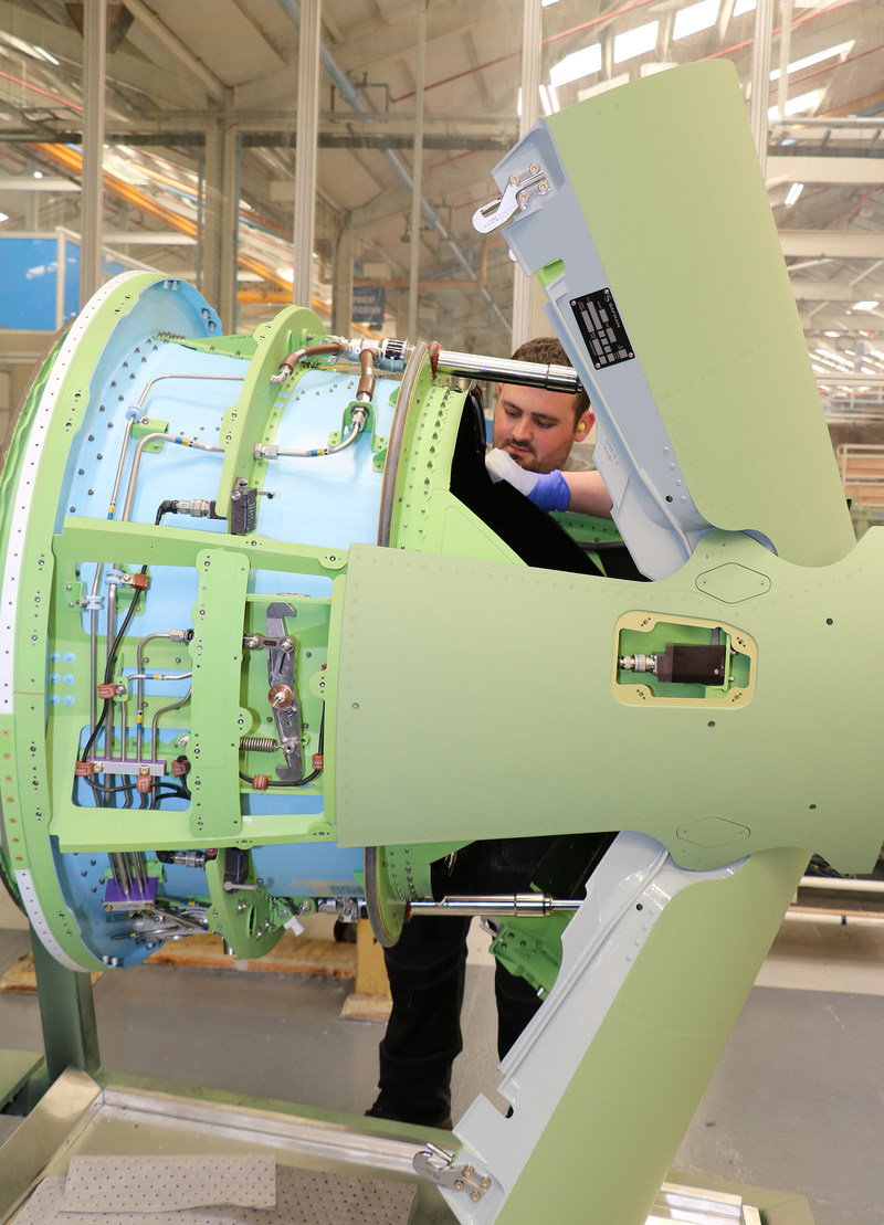 2000th HTF7000 thrust reverser produced by Safran Nacelles (PRNewsfoto/Safran Nacelles)