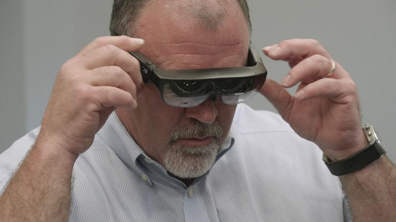 Tech Live Look - On-site technician dons ODG R-7 smartglasses.