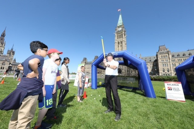 Getting into the 'swing' of things on Parliament Hill (CNW Group/We are Golf)