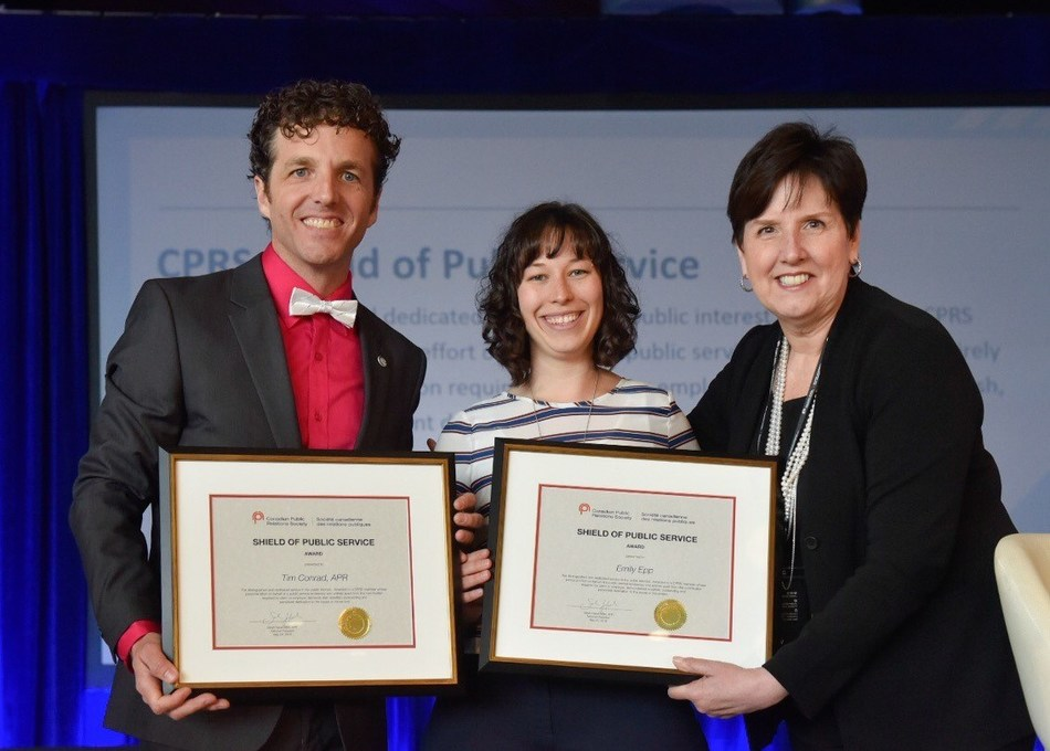 Tim Conrad, APR and Emily Epp accepting the 2018 CPRS Sheild of Public Service from CPRS National President Dana Dean, APR, FCPRS LM (CNW Group/Canadian Public Relations Society)