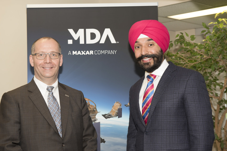 MDA Group President Mike Greenley with Honourable Navdeep Bains, Minister of Innovation, Science and Economic Development. (CNW Group/Maxar Technologies Ltd.)