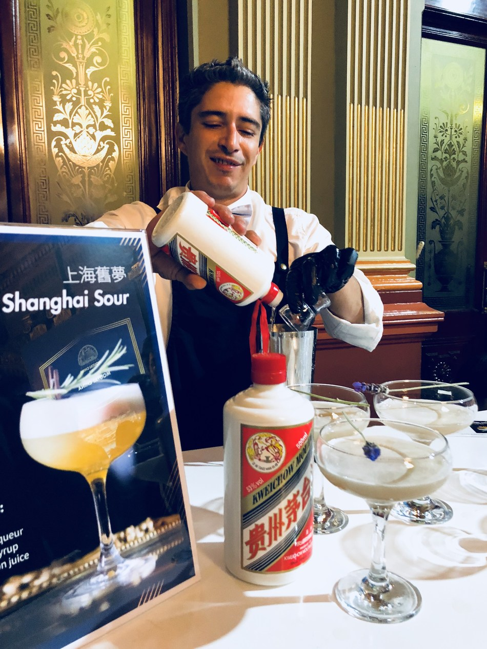 The cocktail blended by Moutai liquor is favoured by guests
