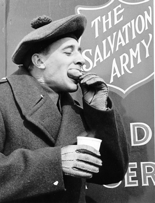 Salvation Army Canadian War Services provide doughnuts and coffee to soldiers on the frontlines during WWI and WWII. (CNW Group/The Salvation Army - Ontario Central Division)