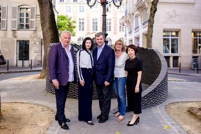 (From left) Mr. Andre Cardinali, Global Ambassador of the Saint-Germain-des-Prés, Ms. Christina Hau, General Manager of Operations, Wharf China Estates Limited, Mr. Jean-Pierre Lecoq, Mayor of the 6th Arrondissement of Paris, Ms. Monique Mouroux, General Secretary of the Saint-Germain-des-Prés Committee and Ms. Winnie Wong, Deputy General Manager of Branding and Marketing of Chengdu IFS attend the opening ceremony of the art festival.