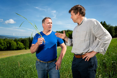 Olivier Mayor, farmer in the ECO-Broye project, and Cédric Egger, Global Water Resources Manager at NW, discuss, while they stand on a field where he grows an old wheat variety - Henniez (Switzerland)
