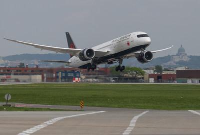 Le départ, aujourd'hui, du vol AC005 marque le lancement du tout premier vol régulier entre Montréal et le Japon. (Groupe CNW/Air Canada)