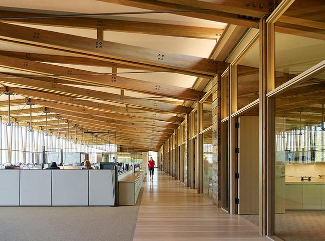 2018 WoodWorks Wood Design Award Winner. Wood Design Award Category: Commercial Wood Design - Low-Rise.