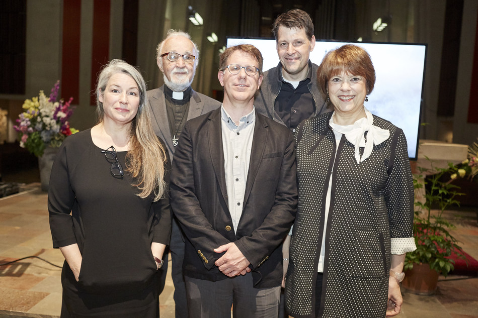 Back row (left to right): Father Claude Grou, C.S.C., rector of Saint Joseph's Oratory, Mr. Carlo Carbone, jury president, architect and professor at UQAM. Front row (left to right): representing respectively the winning architect firms in consortium Atelier TAG and Architecture49, Ms. Manon Asselin and Mr. James Bridger, accompanied by Ms. Hélène David, Minister responsible for Higher Education, Minister responsible for the Status of Women and MNA for Outremont. (CNW Group/Saint Joseph's Oratory of Mount Royal)