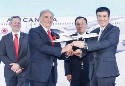 Craig Landry, Premier vice-président du chiffre d'affaires - Air Canada - Calin Rovinescu, Président et chef de la direction - Air Canada - Jianjiang Cai, président du conseil d'Air China - Zhiyong Song, président d'Air China (Groupe CNW/Air Canada)