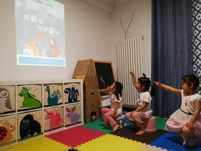 Girls attend an onilne class provided by Chinese online education company Zuoyebang on June 1. PROVIDED TO CHINA DAILY (PRNewsfoto/Zuoyebang)