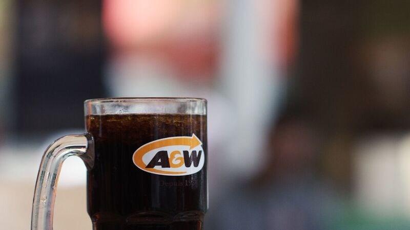 A&W Canada : la première chaîne de restauration en Amérique du Nord à éliminer les pailles en plastique (Groupe CNW/Services alimentaires A&W du Canada Inc.)