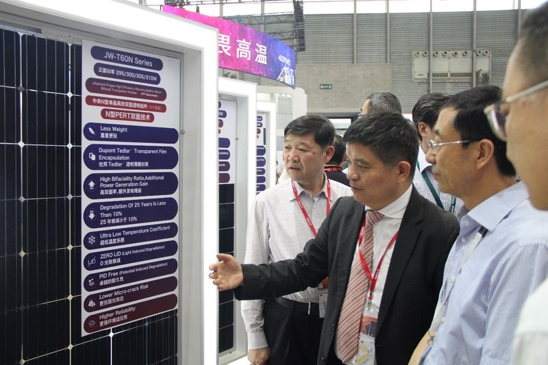 Lin Jianwei introduces the latest N-type TOPCON bifacial glass-transparent backsheet module