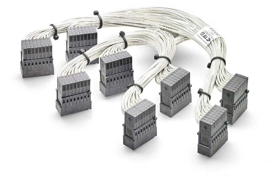 TE Connectivity's new right angle cabled STRADA Whisper backplane connectors, the first right angle cabled backplane connectors in the industry (PRNewsfoto/TE Connectivity)