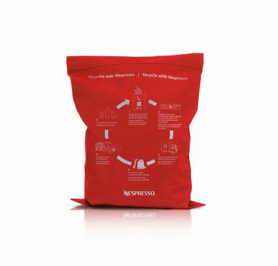 Dès le 11 juin, il sera encore plus facile pour les consommateurs qui résident dans les provinces et territoires canadiens désignés de recycler leurs capsules de café en aluminium Nespresso, grâce au sac rouge, une nouvelle solution de recyclage de Nespresso en collaboration avec le service Postes Canada. (Groupe CNW/Nespresso)