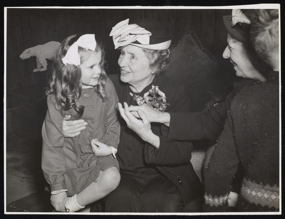 Helen Keller and a child at Sunshine Home, New Zealand