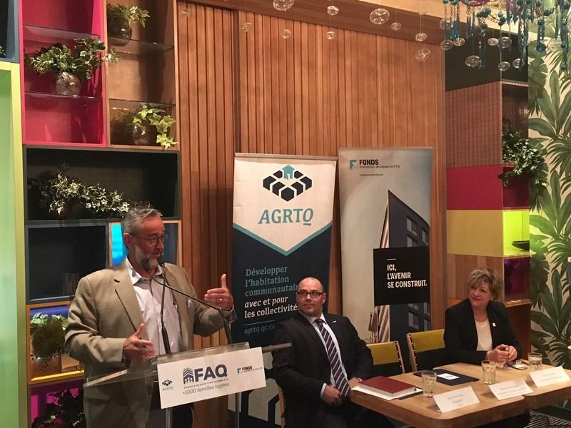 Normand Bélanger, président-directeur général du Fonds immobilier de solidarité FTQ, Alain Marcoux, président de l'AGRTQ et Fleur Paradis, conseillère municipale, Ville de Lévis (Groupe CNW/Fonds de solidarité FTQ)