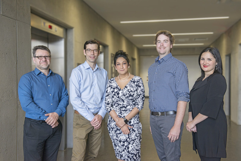 From left to right : Réjean Lapointe, Ph. D., Director of CRCHUM's Cancer Unit and Scientific Director and Researcher at the Montreal Cancer Institute, Dr Simon Turcotte, Dr. Simon Turcotte, a surgeon at CHUM, a researcher at CRCHUM, Dre Rahima Jamal, an oncologist specializing in skin cancer and a clinical researcher, CHUM, Frédéric Tremblay, a 38-year old patient having a stage IV melanoma since 2013, Michelle Brisebois, Executive Director of the Montreal Cancer Institute (CNW Group/Centre hospitalier de l'Université de Montréal (CHUM))