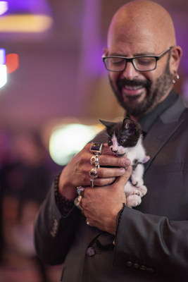 Jackson Galaxy on the red carpet during the 2018 Petco Foundation Awards Gala with an adoptable kitten from the San Diego Humane Society.