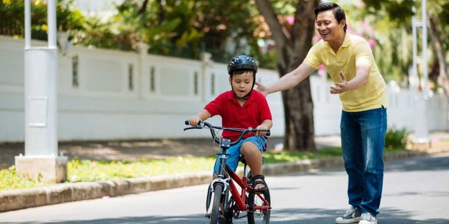 """""""You don't remember the times your dad held the handlebars. You remember the day he let go."""" - Lenore Skenazy, founder of Let Grow"""