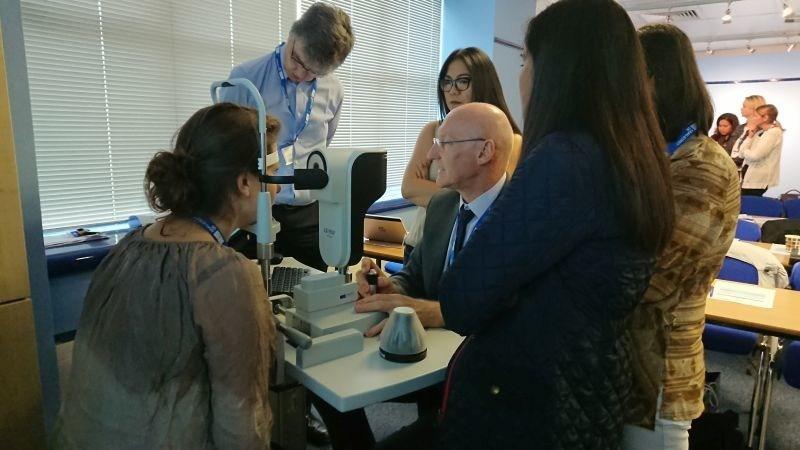 Guest Speaker David Sculfor demonstrates the Haag-Streit Lenstar during the hands-on workshops. (PRNewsfoto/Haag-Streit UK)