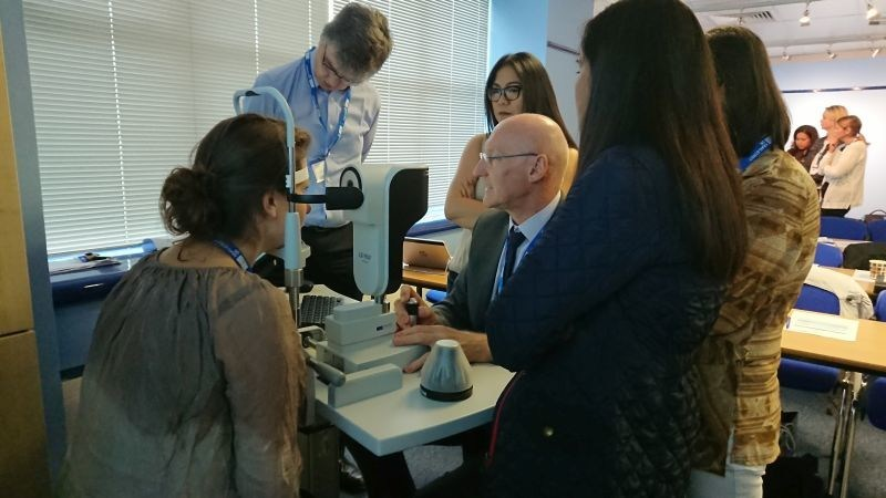Guest Speaker David Sculfor demonstrates the Haag-Streit Lenstar during the hands-on workshops. (PRNewsfoto/Haag-Streit UK)