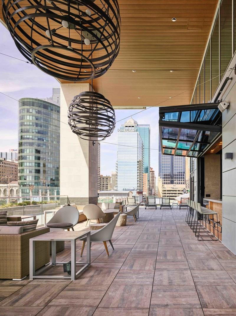 Two Light features an expansive outdoor amenity deck with an infinity edge pool at the building's northwest edge, grilling stations, cabanas, an indoor/outdoor bar and a belvedere floating sundeck overlooking 14th street in downtown Kansas City
