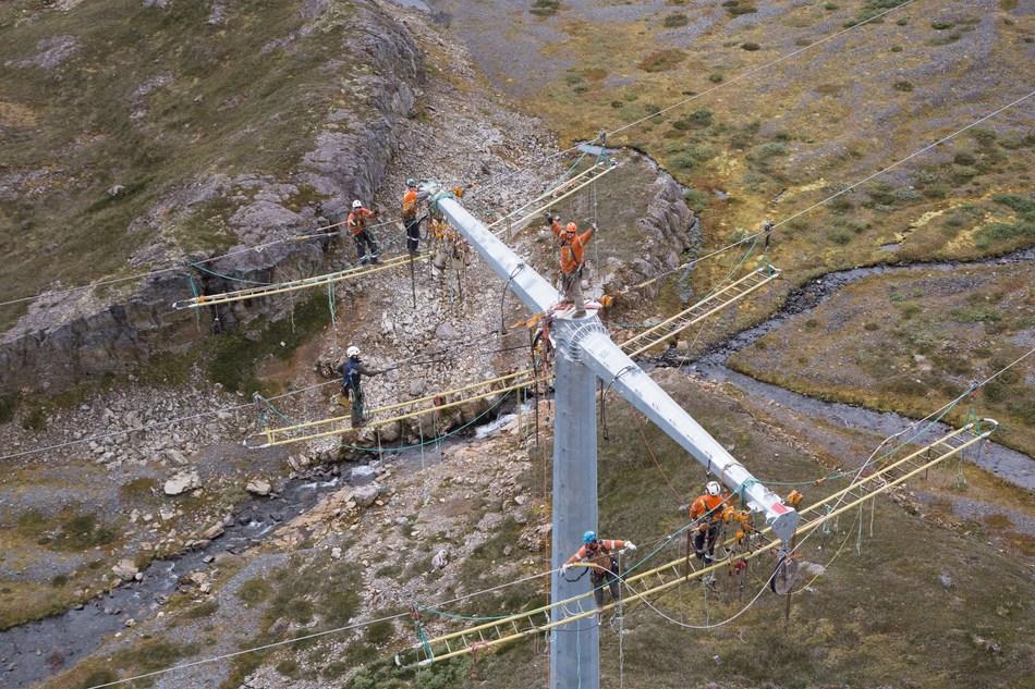 Rokstad Power linemen at work installing transmission line conductors at Bruce Jack Mine. (CNW Group/Rokstad Power Ltd.)
