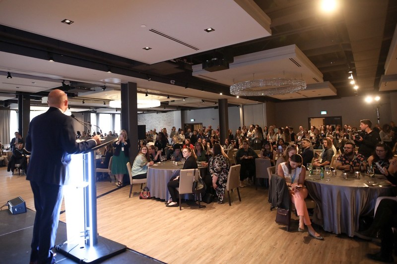 SocialWest Founder Mike Morrison addresses crowd at 2018 Hashtag Awards in Calgary. (Photo credit: Neil Zeller) (CNW Group/Social West)