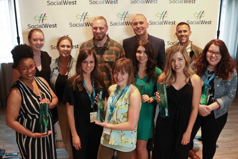 Hashtag Award winners from five categories celebrate their achievements at the 2018 Hashtag Awards in Calgary. (Photo credit: Neil Zeller) (CNW Group/Social West)
