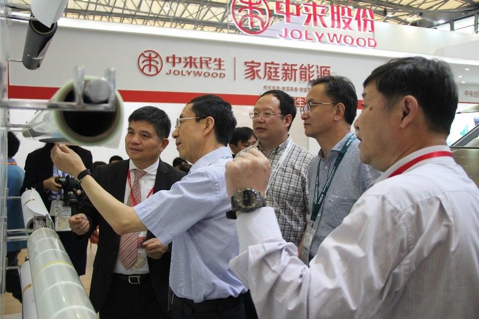 Lin Jianwei apresenta a última série de backsheet transparente (PRNewsfoto/Jolywood (Taizhou) Solar Techno)