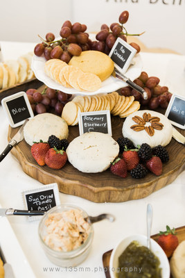 Delicious dairy-free cheese offerings from Fauxmagerie Zengarry at the September 2017 Vegan Social Events Pop-Up in Toronto. (Photo by: 135mm Photography) (CNW Group/Vegan Social Events)