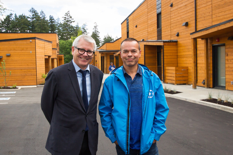 Adam Vaughan, Parliamentary Secretary to the Minister of Families, Children and Social Development and Chris Beaton, Executive Director, Nanaimo Aboriginal Centre. Photo: Gabriel Teo, CMHC. (CNW Group/Canada Mortgage and Housing Corporation)