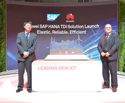 Meng Guangbin (left), President of Huawei's Storage Product Line and Marco Ciavarella (right), Director of SAP EMEA South Region release the SAP HANA TDI solution