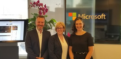 Minister Qualtrough (centre), with Ricardo Wagner, Microsoft 365 Marketing Lead (left), and Megan Lawrence, Accessibility Technical Evangelist (right), from Microsoft Canada. (CNW Group/Public Services and Procurement Canada)