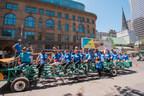 Les cyclistes de la promenade de Milo inauguraient la 27e édition de Pédalez pour les enfants, un événement de collecte de fonds au centre-ville de Montréal, qui a permis d'amasser 400 000 $ pour les bébés les plus malades de l'Unité des soins intensifs néonatals du Children. (Groupe CNW/La Fondation de l'Hôpital de Montréal pour enfants)