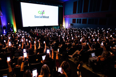 Attendees get social at SocialWest, which took place in Calgary. (Photo credit: Neil Zeller) (CNW Group/Social West)
